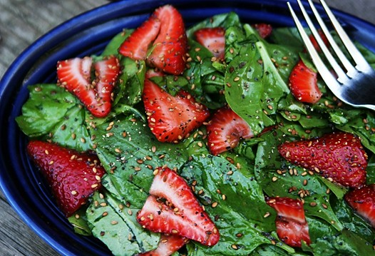 strawberry spinach salad 094 Strawberry and Spinach Salad Recipe