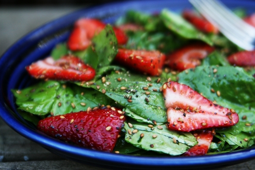 strawberryspinachsalad1 Strawberry and Spinach Salad Recipe