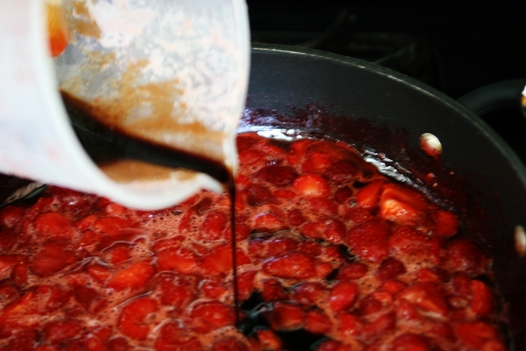 strawberrybalsamicpour