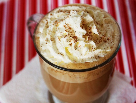 eggnoglatte1 {Holiday Cheer} Eggnog Latte Recipe