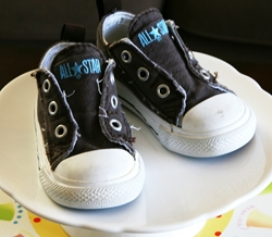 converseshoes {Kids Birthday Cake Idea} Converse Sneakers Cake