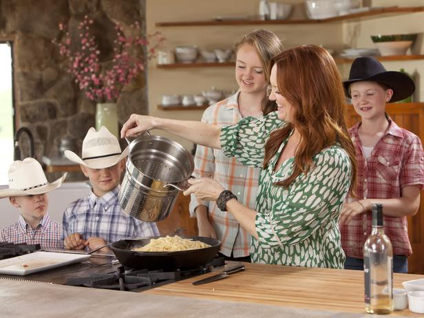 WU Pioneer Woman EP102 03 s4x3 lg The Pioneer Woman Food Network Show