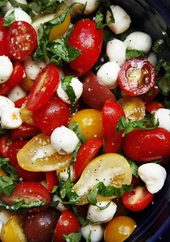 tomato basil mozerella salad1 Tomato Basil Mozzarella Salad