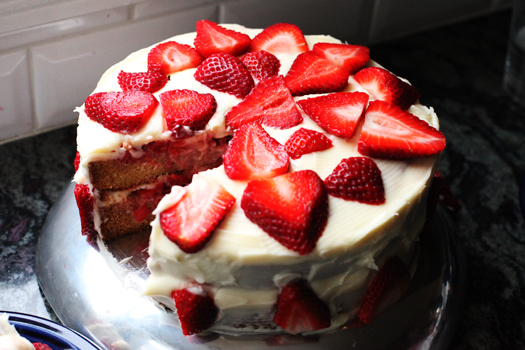PW Strawberry Shortcake cake1 The Pioneer Womans Strawberry Shortcake Cake