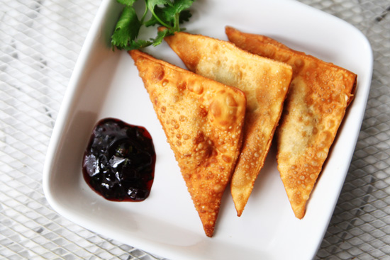 crispy tabasco wontons1 Sweet and Spicy Cherry Cilantro Shrimp Rangoon Recipe