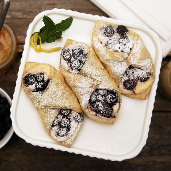Blueberry Lemon Cheesecake Tarts