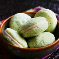 Daring Bakers Challenge: Macarons