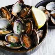 Steamed Clams in White Wine