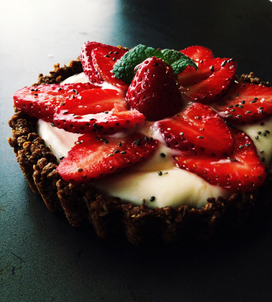 Healthy-Yogurt-Granola-Fruit-Tart