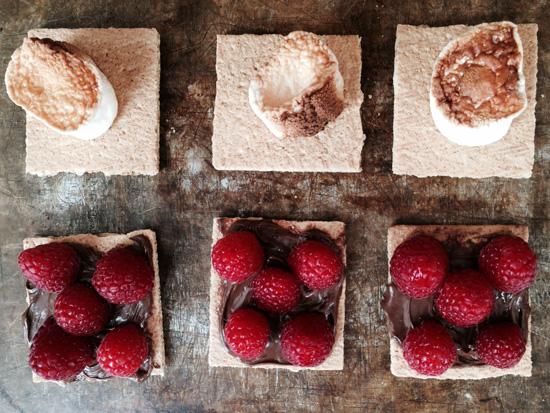 raspberry-topped-graham-crackers